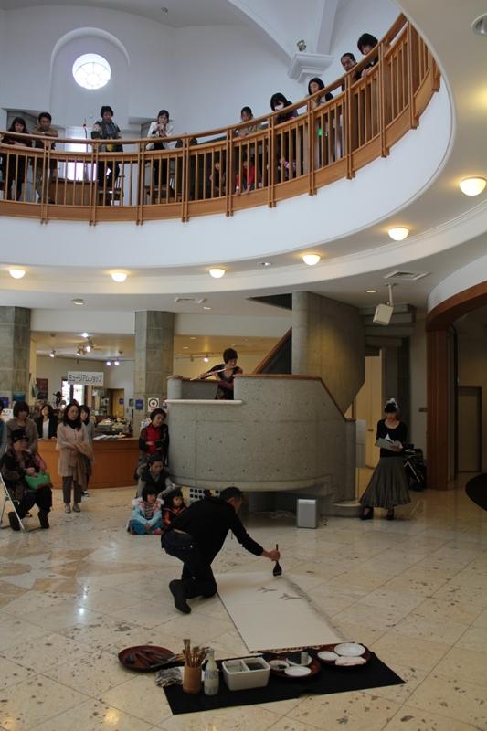 Collaboration performance with Yukari and Kimiko at Usasoe art museam